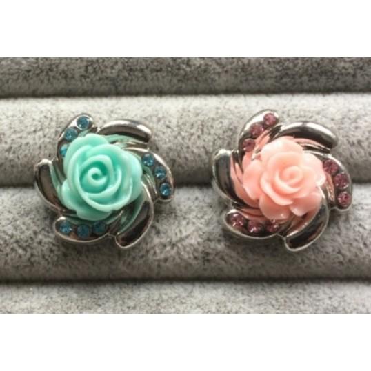 "Rund Snapknap med smuk rose med ""diamanter"" 1 stk"