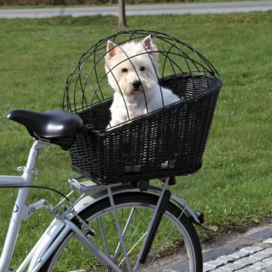 Cykelkurv til bagagebærer. Af pileflet med trådgitter. Sort. Måler ca. 35 × 49 × 55 cm Sendes med fragtmand.