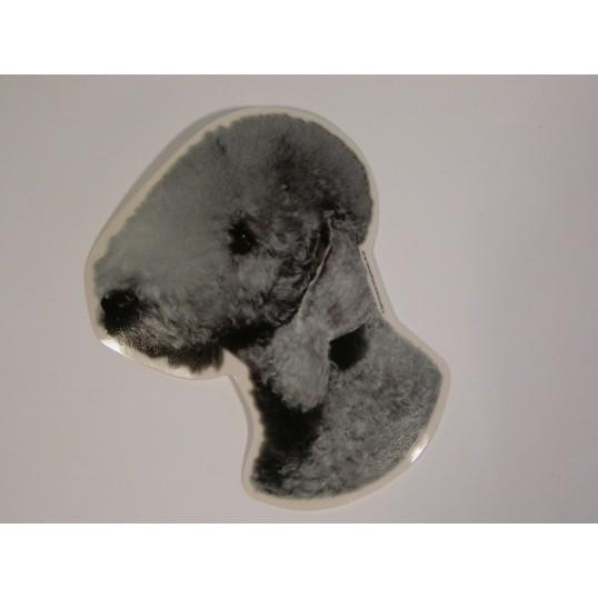 Bedlington Terrier, hv. Vælg: klistermærke, nøglering, broche, slipsenål, mm.