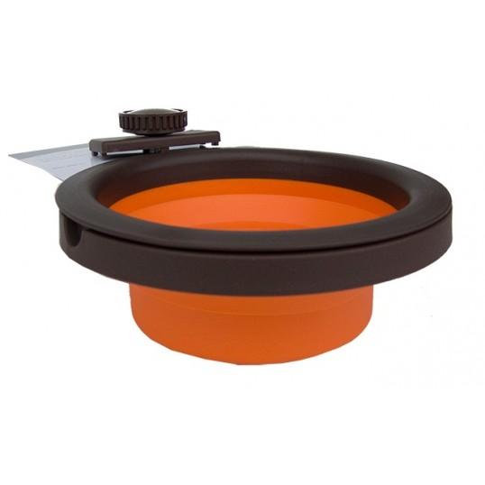 Sammenklappelig skål i gummi. 240 ml. Inkl. ophæng til bur. Ass. farver
