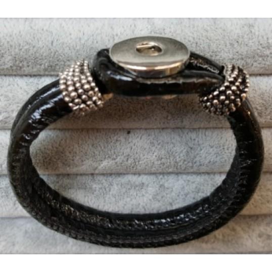 """""""High Shine"""" armbånd i lak-look til Snap knap. Sort. Måler ca. 21 cm. SPAR 50,-"""