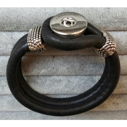 """""""Basic Nature"""" armbånd i glat sort læderlook til Snap knap. SPAR 50,-"""