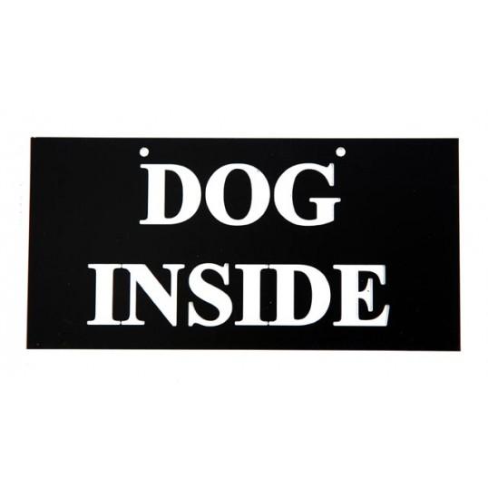Skilt: DOG INSIDE. Kan evt. hænges på døren.