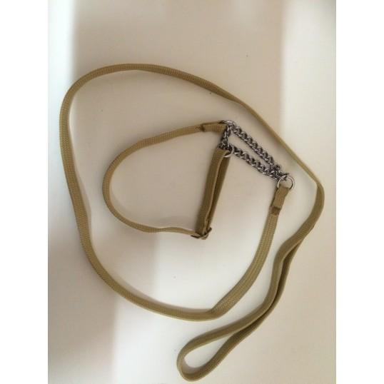 Udstillingsline i nylon. Flad. Med halvkvæler og kæde. Bredde 10 mm.