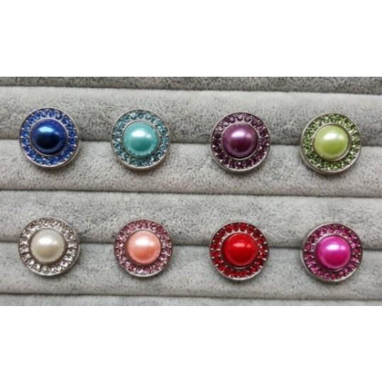 Snapknap med farvet perle i midten og ring af zirkoner 1 stk