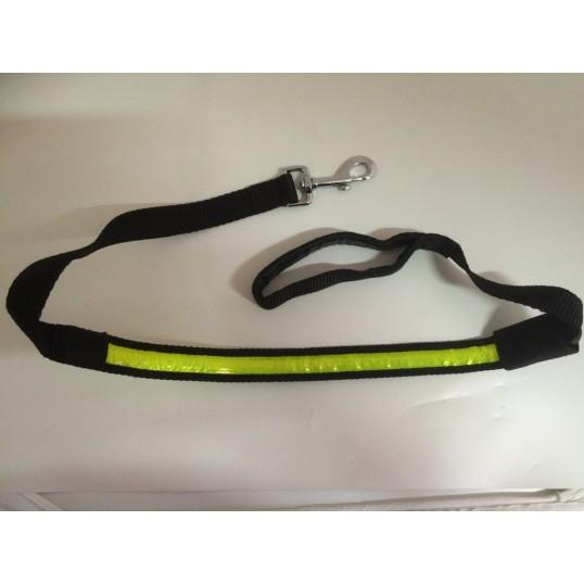 Sportbrite hundeline med håndtag med refleks/lys. Måler ca. 152 cm.
