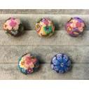 Smuk pompom-snapknap i flotte farver med blomster og zirkoner 1 stk