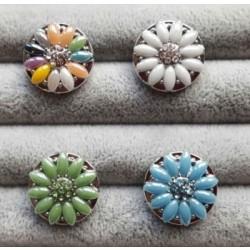 Snapknap med små sten i blomstermønster og med zirkoner 1 stk