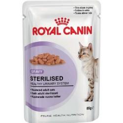 Royal Canin Sterilised Sovs eller Paté. Tynde bidder i sovs. Vådfoder. Til voksne katte over 1 år, der er steriliserede/kastrerede. 12 ps. á 85 g.