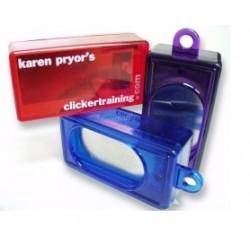 Karen Pryor Classic Box Clicker med metalplade. Måler ca. 6 cm. 1 stk. Ass. farver