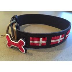 """LIMITED EDITION""""Dannebrog"""" eksklusivt håndlavet hundehalsbånd med røde og hvide perler."""