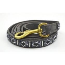 """""""Rafiki Black"""" eksklusiv håndlavet hundeline i med håndtag. Med sorte, grå og hvide perler"""